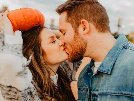Romantic Love Whatsapp Dp Profile Images Wallpaper pics Download